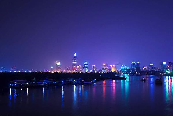 Ho_Chi_Minh_city_night--1